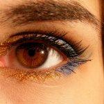 【白内障と目のかすみの違い】スマホの画面がぼやけたらすぐチェック